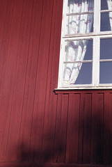 The Last Summer Sun (Magnus Bergström) Tags: diax diaxia ia fujicolorsuperia100 fujicolor fuji superia 100 superia100 sweden sverige värmland lysvik sunne kommun wedding fryken wall wood red window curtain tree shadow sunshine
