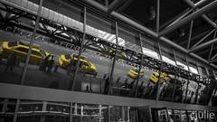 par ici ou par là? (cjuliecmoi) Tags: newyork vacances voyage taxijaune taxinewyork taxi noiretblanc jaune yellow blackandwhite newyorkcity reflet reflection portauthoritybusterminal yellowcabs
