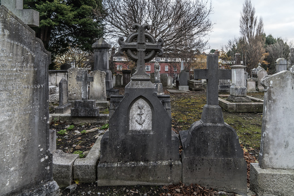 MOUNT JEROME CEMETERY IS AN INTERESTING PLACE TO VISIT [IT CLOSES AT 4PM]-134309