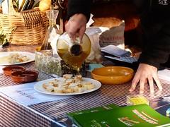 Aceite oliva 2017 (5) (calafellvalo) Tags: aceiteoiloliolivadegustacióntarragonacalafellvalosiuranaarbequina aceite oliva oil oli arbequina olivos aceitunas paamboli panconaceite rostada oroverde hispania tarragona tarraco calafellvalo
