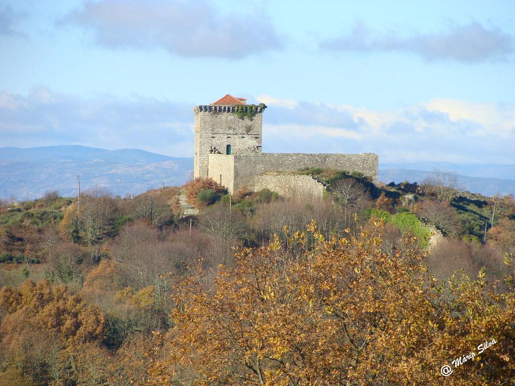 Águas Frias (Chaves) - ... castelo de Monforte de Rio Livre no alto do Brunheiro ...