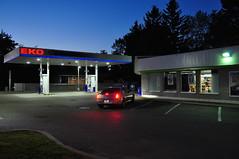Station Eko la nuit, Val-Bélair (abdallahh) Tags: station service gas essence convenience store dépanneur québec ville city valbélair soir evening car red light lumière rouge