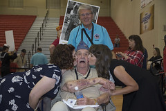 Papke, Gordon - 25 Gold (indyhonorflight) Tags: ihf indyhonorflight 25 homecoming kissing dawnabranson book25