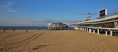 at the Sea (Hugo von Schreck) Tags: hugovonschreck belgischpark denhaag zuidholland canoneos5dmarkiii tamronspaf2875mmf28xrdildasphericalifmacrogroup meer strand pier küste