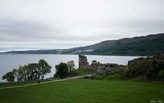 Castillo de Urquhart (Cristina Ovede) Tags: naturaleza nature escocia scotland highlands urquhart lagoness lochness agua water castle castillo paisaje autumn otoño
