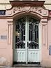 Puerta de Praga (John LaMotte) Tags: puerta porta door deterioro decayed dintel fachada praga infinitexposure