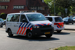 Dutch police Volkswagen Transporter (Dutch emergency photos) Tags: politie police polizei politi polis volkswagen t5 transporter 5 v dutch nederland nederlands nederlandse emergency 911 112 999 vw hilversum blue light car van 2klf74