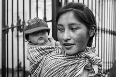 _04A5632 (Paolo_Riquelme_Quiroz) Tags: mujer woman hijo littleson madre mother working trabajando sanisidro lima perú blancoynegro blackandwhite bn bw canon5dmarkiii