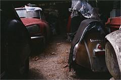 Citroën DS23-1972-Vespa SS (OLDLENS24) Tags: old car abandoned rusty barn find vintage school