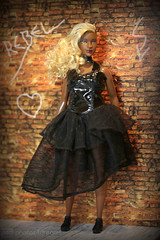 rebel dress (photos4dreams) Tags: dolls11112017p4d barbie mattel doll toy diorama photos4dreams p4d photos4dreamz barbies girl play fashion fashionistas outfit kleider mode puppenstube tabletopphotography aa beauties beautiful girls women ladies damen weiblich female funky afroamerican afro schnitt hair haare afrolook darkskin africanamerican canoneos5dmark3 normal body april wellrounded curvy dvx79