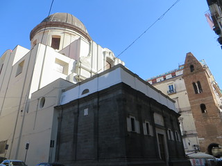 Chapelle Portano (XVe), église Santa Maria Maggiore alla Pietrasanta (XVIe) et campanile roman (XIe), via dei Tribunali, Naples, Campanie, Italie.