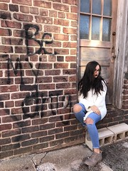 IMG_5173 (frankysummersphotography) Tags: girl woman brick wall joplin brunette fashion ripped jeans scene shoes be drug thirds