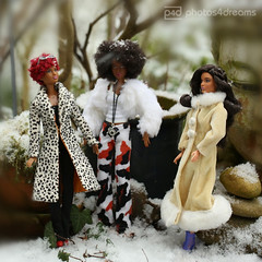 the winter girls (photos4dreams) Tags: barbie mattel doll toy diorama photos4dreams p4d photos4dreamz barbies girl play fashion fashionistas outfit kleider mode puppenstube tabletopphotography aa beauties beautiful girls women ladies damen weiblich female funky afroamerican afro schnitt hair haare afrolook darkskin africanamerican bobbyjean puppe blonde blond canoneos5dmark3 canoneos5dmarkiii spielzeug collectorsbarbie collector zoe blue dress gown bodice christmasbarbie2016 holidaybarbie2016