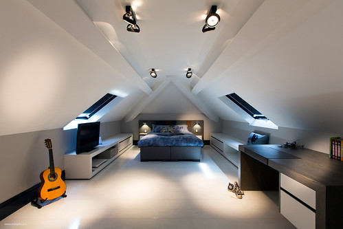 custom-details-create-visual-feast-minimalist-home-1-attic-bedroom