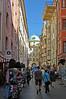 Innsbruck - Altstadt (26) (Pixelteufel) Tags: innsbruck tirol tyrol österreich austria tourismus architektur fassade gebäude altstadt innenstadt city stadtmitte stadtkern historisch restauriert erneuert geschäft geschäftshaus laden einkaufen shop shopping erker fusgängerzone gasse