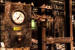 Oxygène! (vedebe) Tags: couleurs colors main mains gant usine usinedésaffectée decay abandonné urbain urbex ville rue street city travail