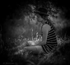 Et au milieu coule la rivière... (Pilouchy) Tags: milieu portrait lumiere people chemin wood histoire regard woman calme life vie monochrome blackandwhite riviere