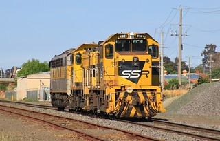 T381 trails T386 and S317 as they arrive into Bendigo from Seymour