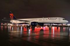 N654DL DELTA 757-232 at KCLE (GeorgeM757) Tags: n654dl kcle nightairplane 757232 clevelandhopkins georgem757 boeing rain aviation nba delta