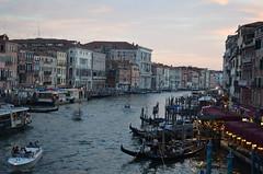 Canal Grande [Venice - 28 July 2017] (Doc. Ing.) Tags: 2017 venice veneto italy nordest ve canalgrande canal boats rialto dusk boat gondola building architecture nikond5100