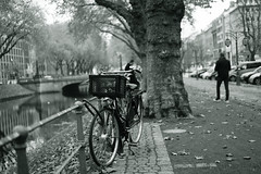 bike@Kö, Düsseldorf 26 (Amselchen) Tags: bicycle street people wataer bokeh blur dof depthoffield mono monochrome bnw blackandwhite sony a7 alpha7 zeiss carlzeiss sonnart1855 sonnar5518za sonyilce7 fe55mmf18za
