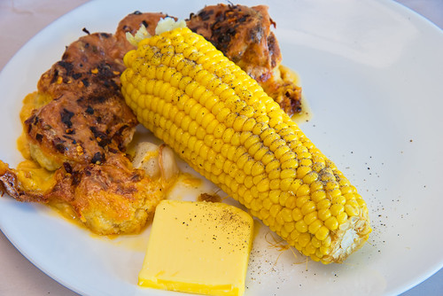 Sweet corn cob with cheesy cauliflower