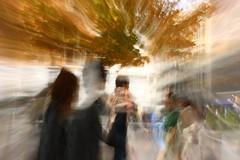 Otoño frente a la fuente (Fencejo) Tags: canon400dxti street zaragoza impressionism slowshuter zoom streetphotography tamronspaf2875mmf28xrdild