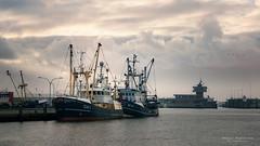 Krabbenkutter vor der Hafeneinfahrt.jpg (Knipser31405) Tags: schleswigholstein dithmarschen 2017 büsum nordsee herbst