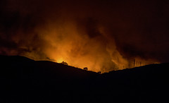Ventura on Monday, the first day of the devastating Thomas fire (MyArtistSoul) Tags: east ventura ca night fire devastation drama orange glow outdoors 8219}