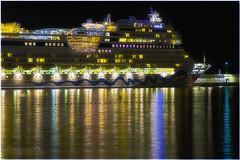 Aidablu1 (VanBertus) Tags: lagomera crucero aidablu night lights atracado buque reflejo reflections islascanarias canaryislands luces