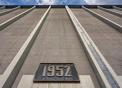 1952 (Jorden Esser) Tags: wednesday rotterdam flourmill grainfactory grainsilo hww wall wallwednesday lookingup meneba