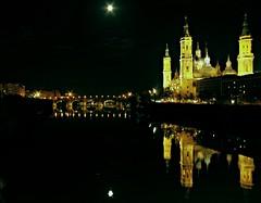 Reflejos en el río (portalealba) Tags: zaragoza aragon españa spain ebro reflejos noche nubes portalealba pentax pentaxk50 1001nights 1001nightsmagiccity