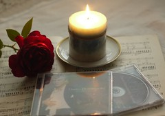 Dmitri Hvorostovsky. When a great voice leaves us. Une grande voix s'est éteinte. (Traveling with Simone) Tags: hvorostovski opera bariton baritone singer aria candle rose memoriam voice voix