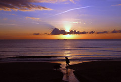 Un altro inizio (meghimeg) Tags: 2017 dianomarina alba sunrise mare sea spiaggia beach uomo man cane dog nuvole cloud sole sun nave ship