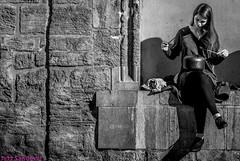 Tamborilera. Valencia, noviembre 2017. (Jazz Sandoval) Tags: 2017 elfumador españa exterior enlacalle expresión expression equilibrio blancoynegro blanco bn bw beautiful beautifulexpression beauty belleza contraste calle curiosidad curiosity city ciudad digital day fotografíadecalle fotodecalle fotografíacallejera fotosdecalle gente humanos human humanfamily jazzsandoval mujer luz light monocromática monócromo movimiento moving música negro nero una portrait people piedra personaje retrato robados robado streetphotography streetphoto sombras sentada sola tambor ùnica woman womanexpression