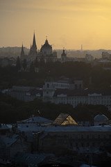 sunset soon (Ihor Hlukhoi - intui.pro) Tags: outdoor ukraine lviv architecture city house palaces tree road building people strengthening travel temples place tower sky sunset evening eveninglight nikon d7100