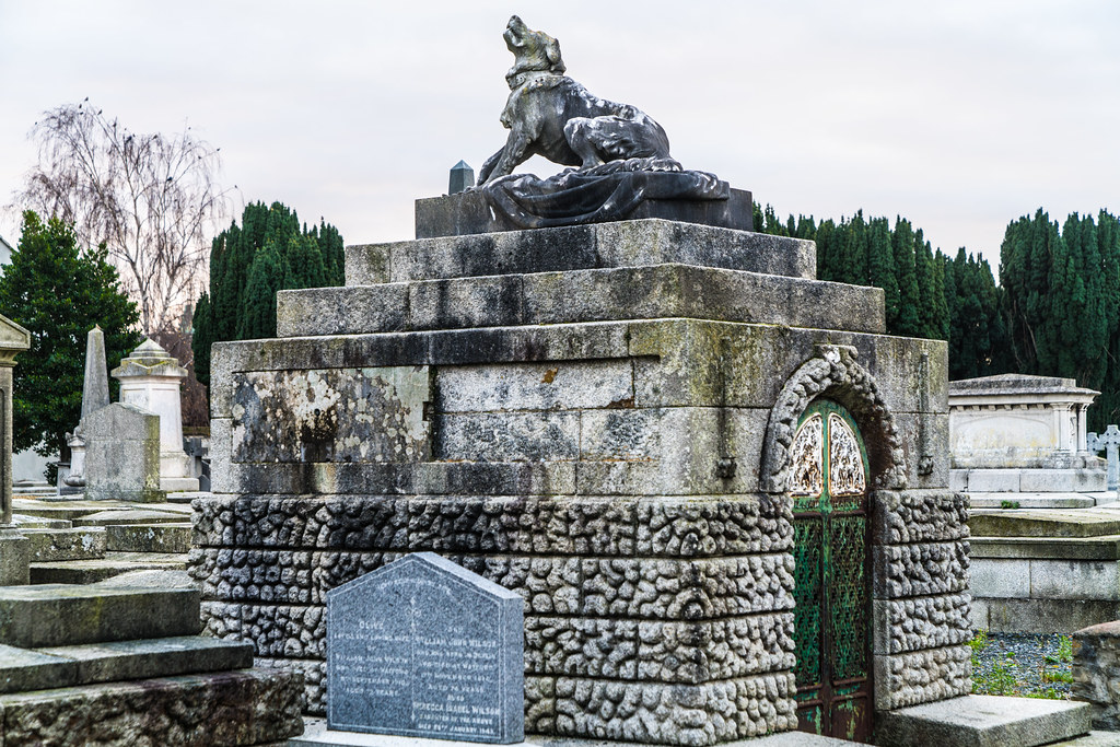 MOUNT JEROME CEMETERY IS AN INTERESTING PLACE TO VISIT [IT CLOSES AT 4PM]-134364