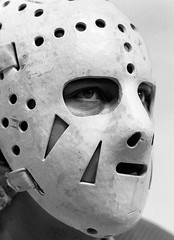Homme masqué (jlp771) Tags: jlp771 trix bw hockey los angeles kings fujica montreal forum mask