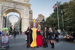 Is Halloween night_ (Xacobeo4) Tags: halloween2017wasingtonsquareny washington square park new york city
