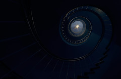 Solum Star (Arx Zyanos) Tags: stair staircase stairs treppe treppen treppenhaus swirl wendeltreppe sony samyang samyang1220 12mm a6500 ilce6500 sonya6500 alpha sonyalpha blue colors color colorful architektur architecture star stern 500faves light city