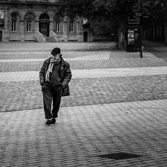 Solitude (jcleon1) Tags: noiretblanc 2017 streetphoto livrenbcarré catégorieprojet