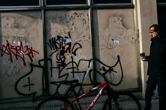 Street online (c)SJFIeld 2017-3115DSCF31152017 (sarahjanefield) Tags: csarahjanefield2017 bethnalgreen streetphotogprahy wwwsarahjanefieldcouk wwwsarahjanefieldcom