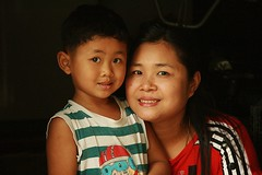 mother and son (the foreign photographer - ฝรั่งถ่) Tags: mother son teeth smiles smiling khlong thanon portraits bangkhen bangkok thailand canon