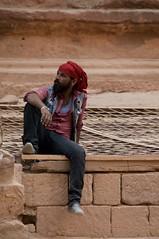 Jordania (Luz D. Montero Espuela. 3.5 million visits. Thanks) Tags: jordania petra man hombre luzdmonteroespuela retrato portrait rojo red turbante piedra stone pentax k7 barba travel trip viajes