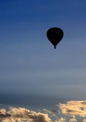 blue ... come soon  (explore) (Raquel Borrrero) Tags: nubes azul cielo globo air balloon ciel sky blue nuage clouds aire aerostático viaje volar travel fly adventure aventura