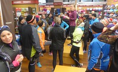 Running Room (Slater St) November 12, 2017 - P1120423 (ianhun2009) Tags: runningroomslaterstreet november122017 ottawaontariocanada trainingruns coldweatherrunning autumnrunning