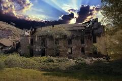 Ruina (alanchanflor) Tags: exterior canon cielo nubes sol abandonado ina campo casa color
