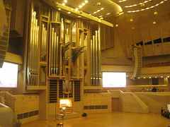 Svetlanov hall (VERUSHKA4) Tags: canon europe russia moscow city ville music autumn november hall svetlanovhall instrument scene concert organ pipes organpipes internationalhouseofmusic light lamp lighting wall ceiling chair people astoundingimage art door screen artistic hccity