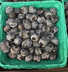 (julpaco) Tags: basket fruit blueberry blue berry farmersmarket farmers