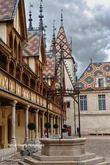 Bourgogne Côte-d'Or ( photopade (Nikonist)) Tags: bourgogne côtedor beaune hospices ciel architecture puit nikon nikond7100 affinityphoto afsdxvrzoomnikkor1685mmf3556ged apple imac mac